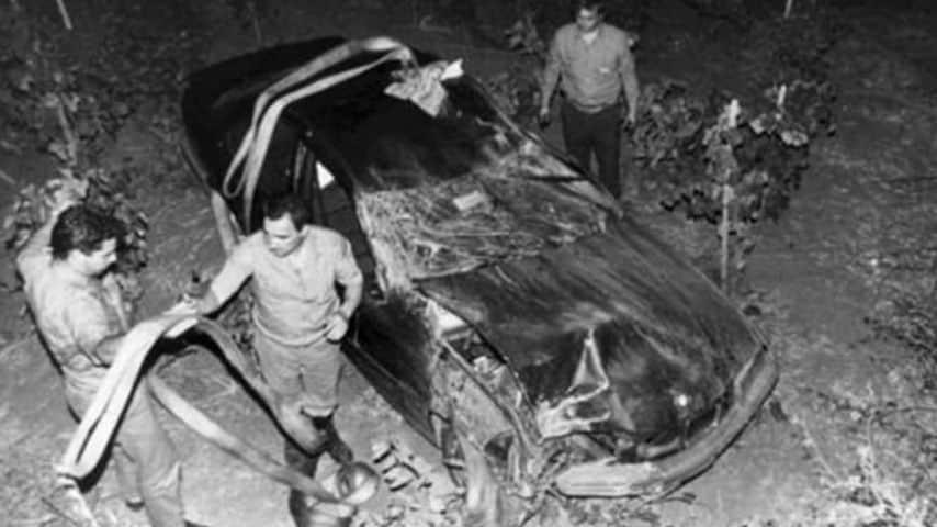 Il ritrovamento dell'auto del giudice Antonino Scopelliti. Immagine: Archivio Ansa