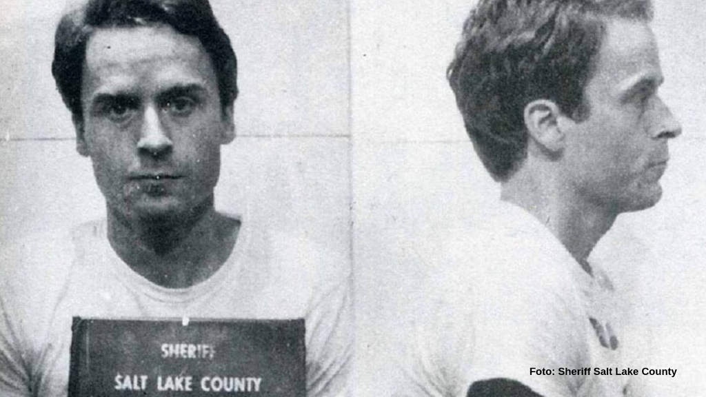 Il serial killer Ted Bundy in arresto (Foto Sheriff Salt Lake County)