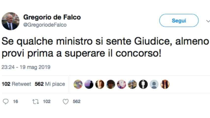 L'ultimo provocatorio post di Gregorio de Falco, rivolto al ministro Salvini. Fonte: Gregorio de Falco/Twitter