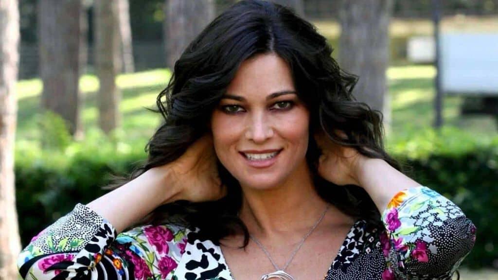 Manuela Arcuri, la confessione Ho ricevuto diverse avance da parte di donne