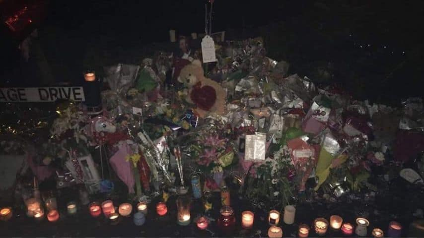 Messaggi d'affetto, candele e fiori per Rosie Darbyshire. Immagine: RIP Rosie Darbyshire/Facebook