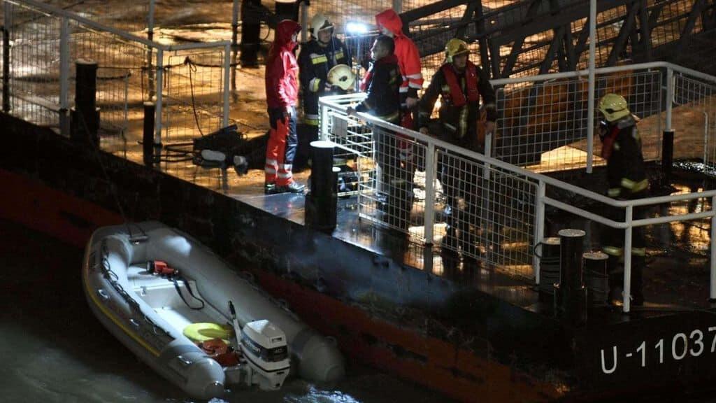 Budapest nave da crociera si rovescia nel Danubio, 7 morti e 20 dispersi