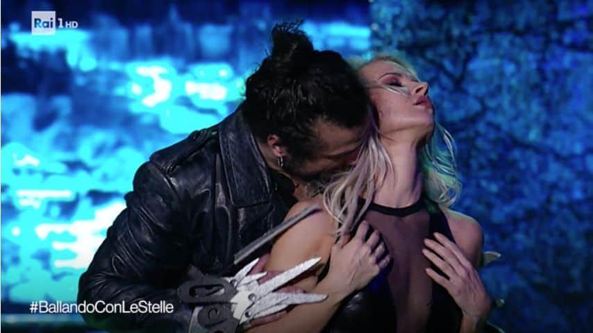 Pablo Daniel Osvaldo e Veera Kinnunen. Immagine: Ballando con le stelle/Facebook