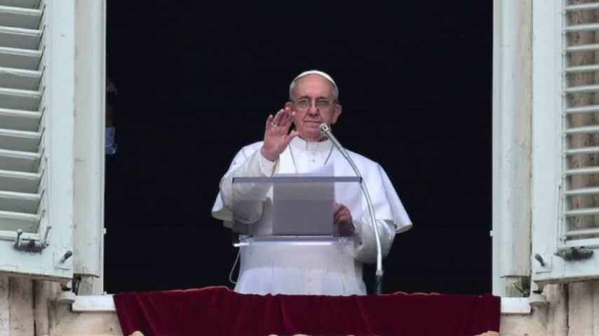 Papa Francesco resta bloccato in ascensore: