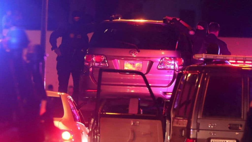 I momenti dell'arresto di Zambrano a bordo della sua auto