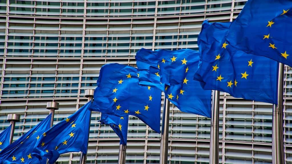 bandiere dell'europa che svolazzano