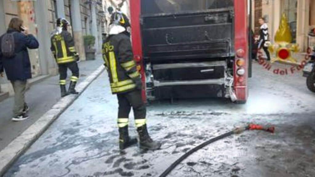 bus fiamme