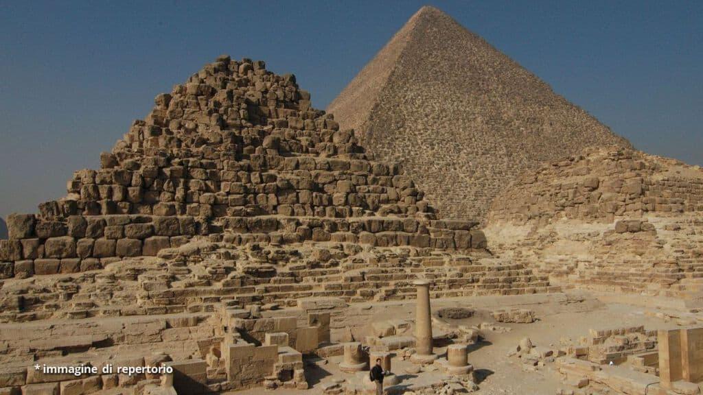 Attentato in Egitto, esplosione travolge pullman turistico