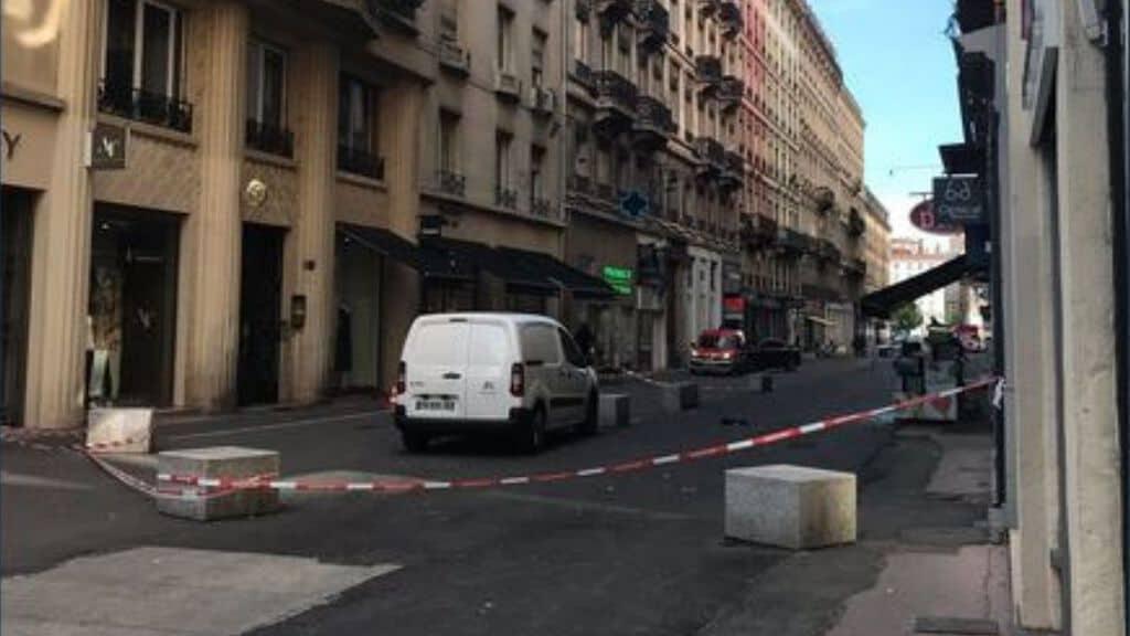 Francia, esplosione in centro a Lione: otto feriti