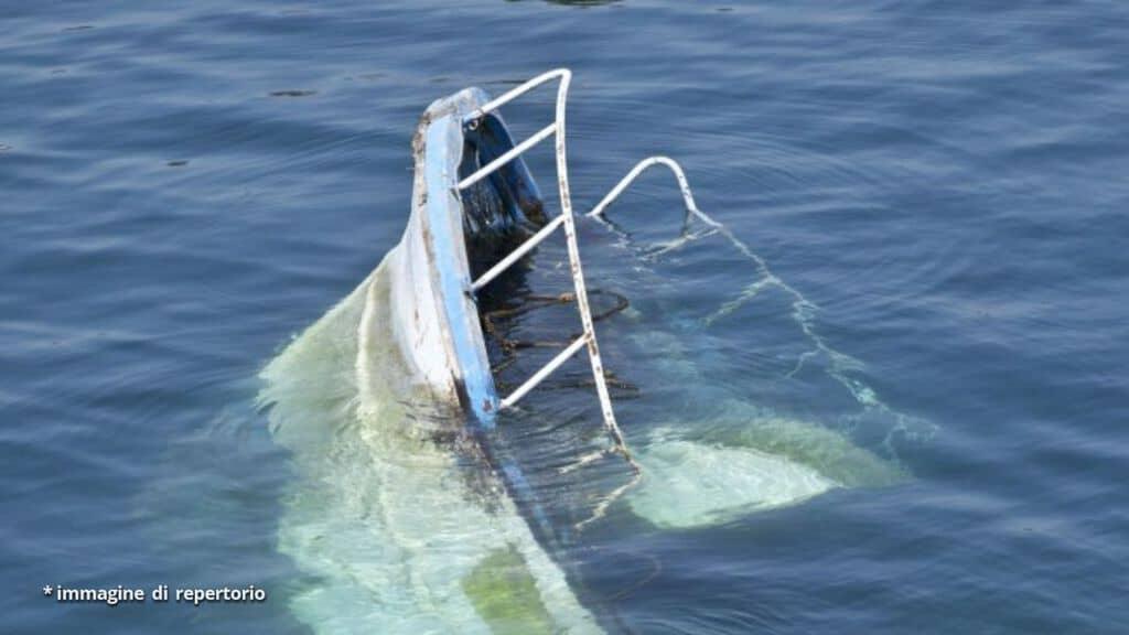 nave che affonda