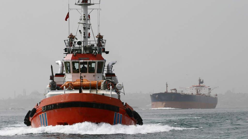 petroliera in mare