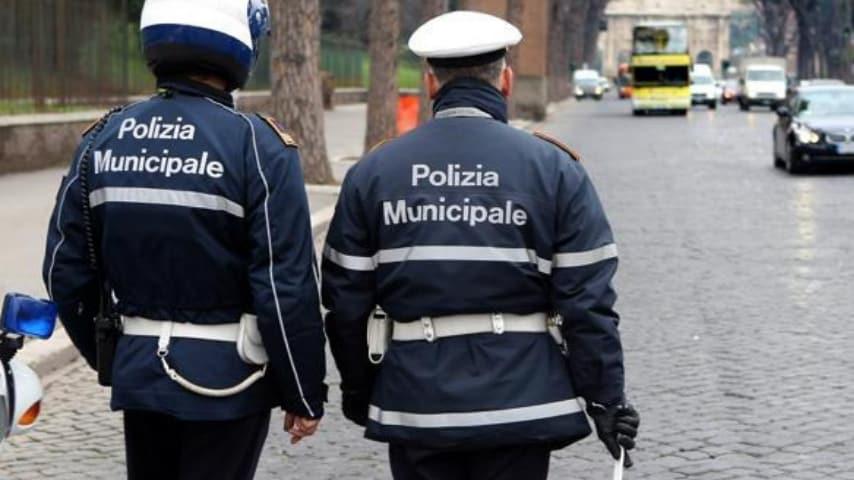 Lettere gettate nell'immondizia e non consegnate: scandalo a Napoli