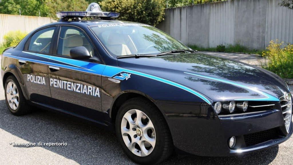 auto della polizia penitenziaria
