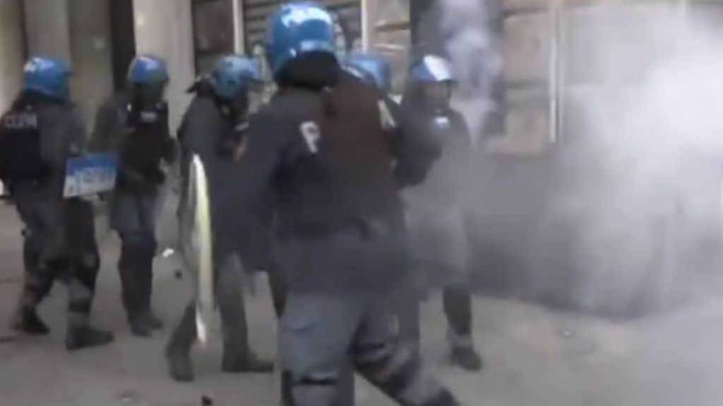 poliziotti antisommossa