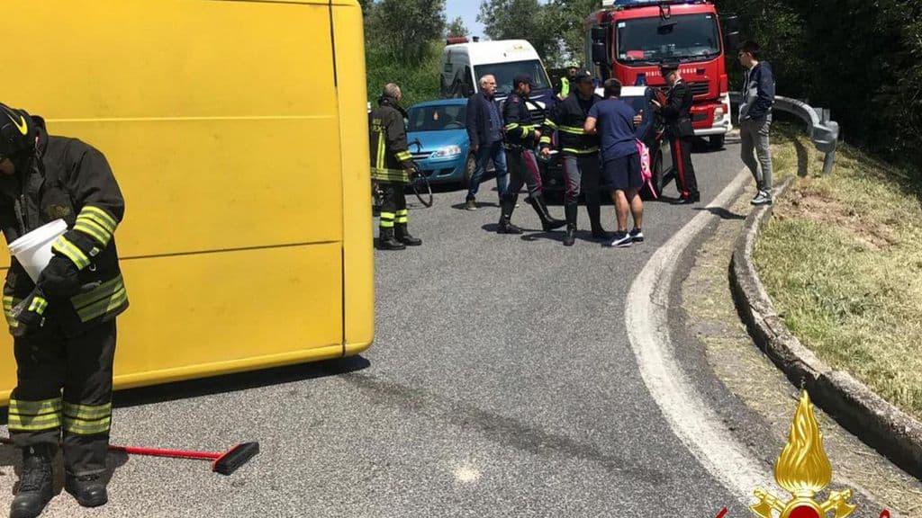 Padova, scuolabus ribaltato: l'autista ha precedenti gravissimi