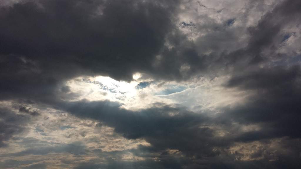cielo molto nuvoloso