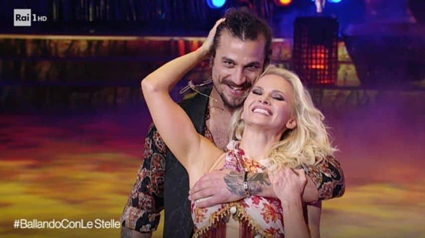 Dani Osvaldo e Veera Kinnunen. Immagine: Puntata di Ballando con le stelle