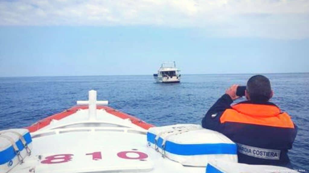 soccorso in mare fonte ansa