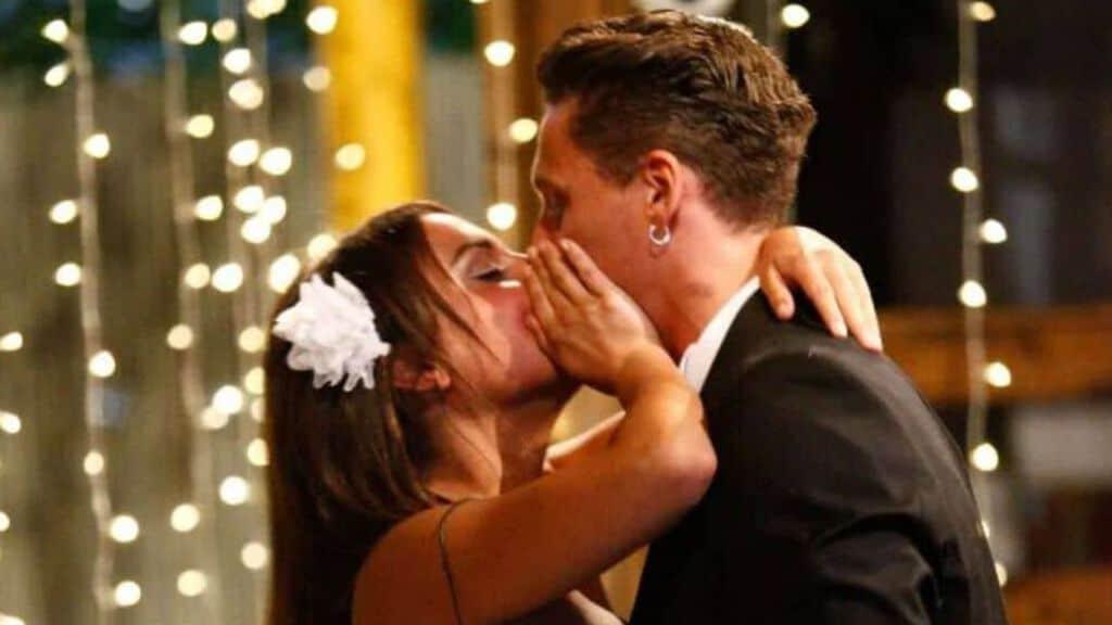 Il bacio tra Francesca e Gennaro