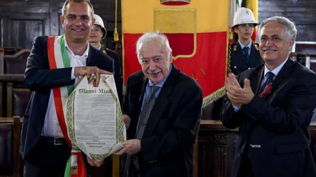 Il sindaco Luigi De Magistris, il giornalista Gianni Mina e assessore alla cultura di Napoli Nino Daniele