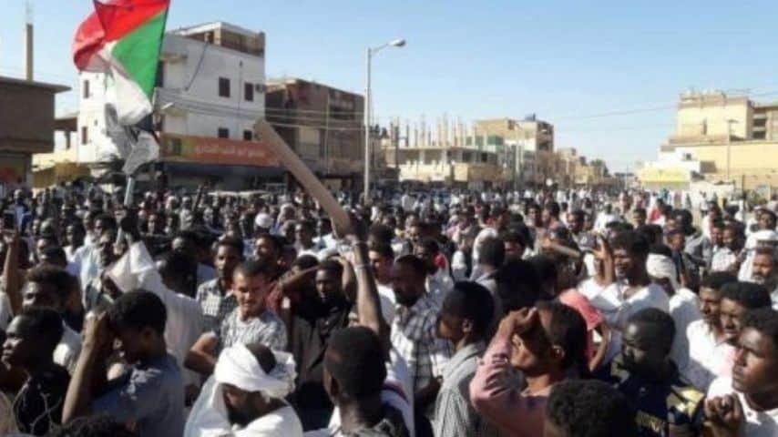 Manifestazioni di massa in Sudan. Immagine: Radio onda d'urto