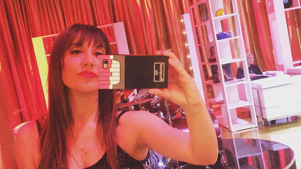 Pamela Petrarolo mentre si fa un selfie allo specchio