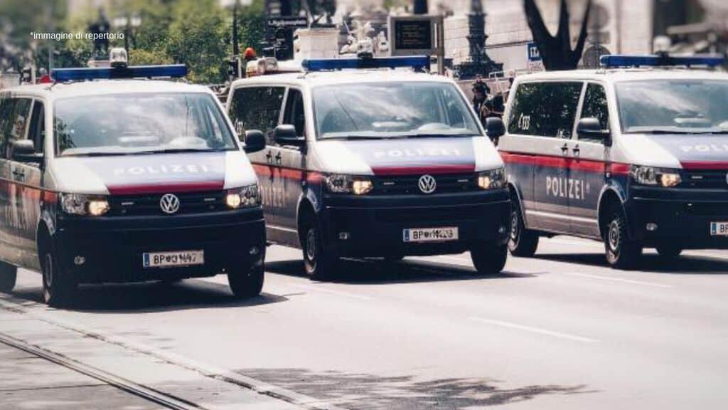 Palazzo sventrato a Vienna dopo un'esplosione: almeno un morto