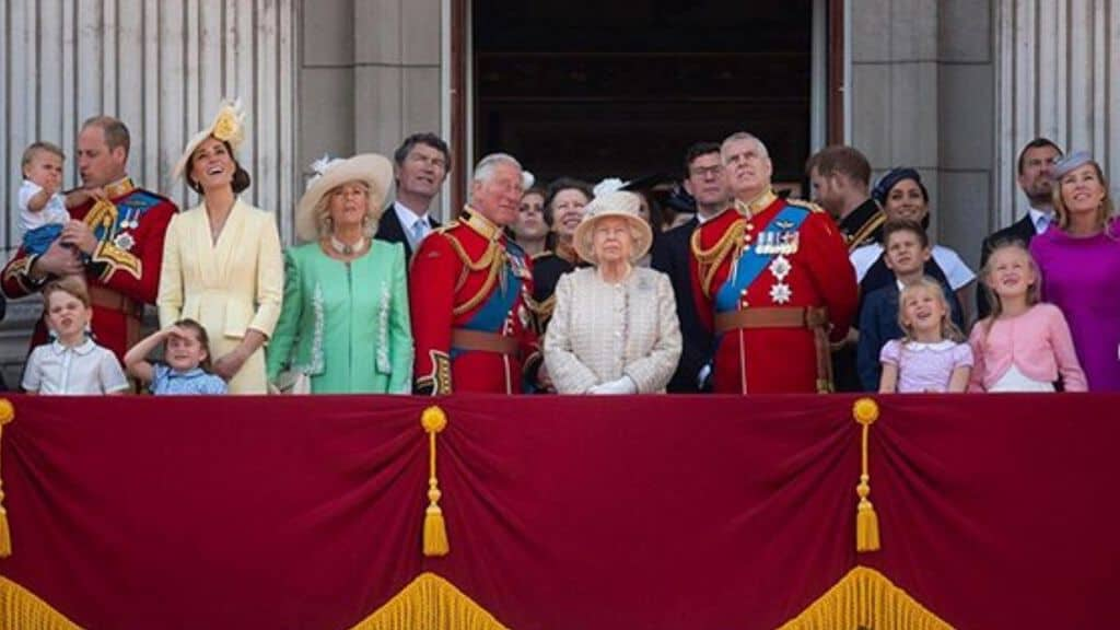 la Royal Family al completo sul balcone a Buckingham