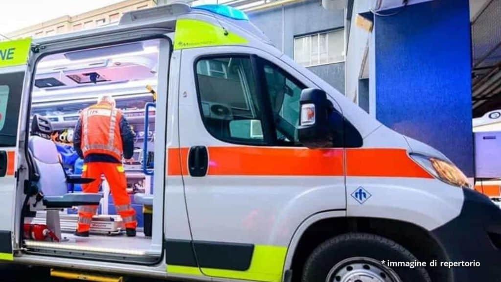 ambulanza e operatore 118