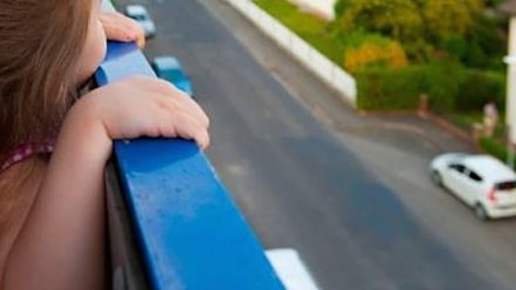 Bimbo di due anni cade dal nono piano Rimane illeso