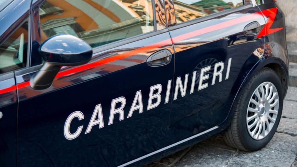 Brucia parte della camicia di una donna disabile: denunciato dai carabinieri