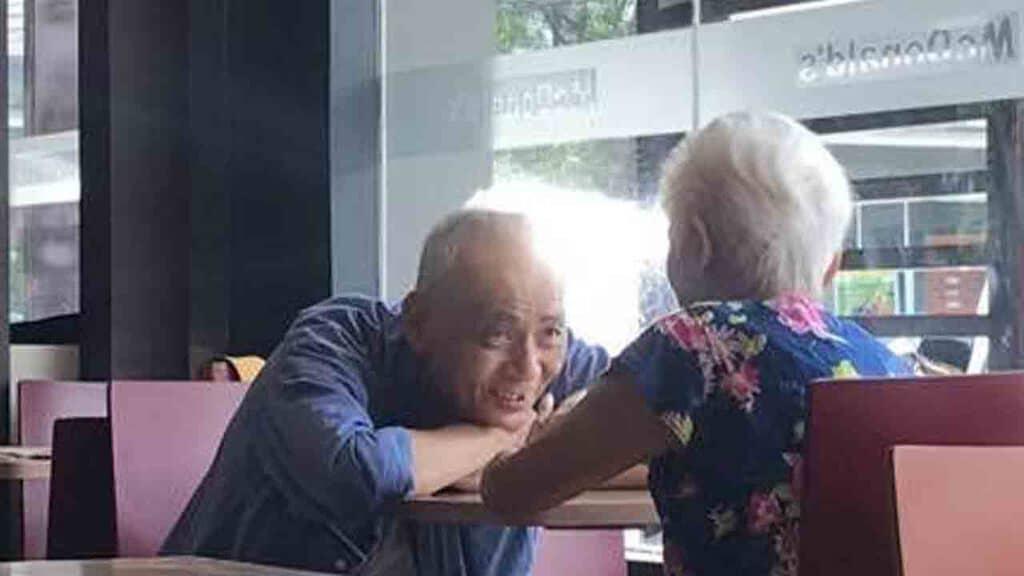 Coppia di anziani fotografati da Al Oliver Reyes Alonzo