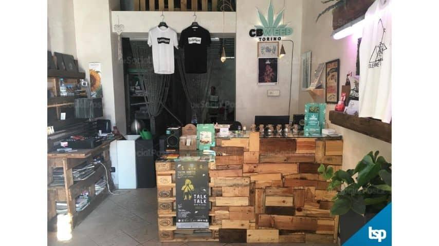 L'interno del negozio Cbweed Shop Torino di Marco Paviotti