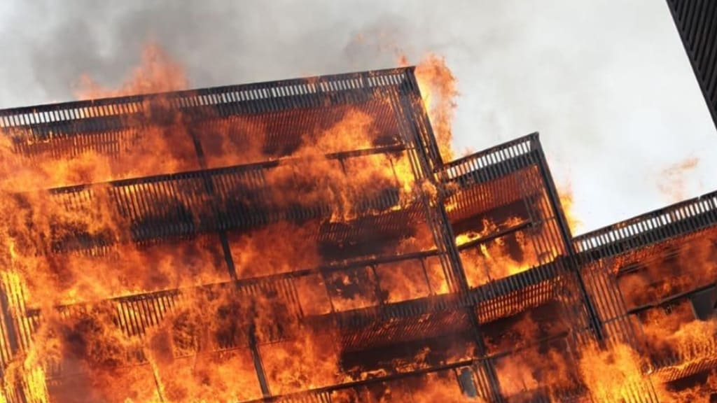 Incendio in un palazzo di Londra: