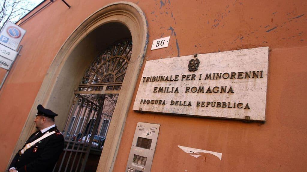 tribunale dei minori di bologna