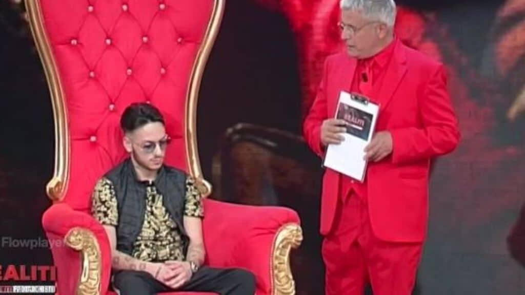 leonardo zappalà seduto su un trono e vicino enrico lucci in piedi