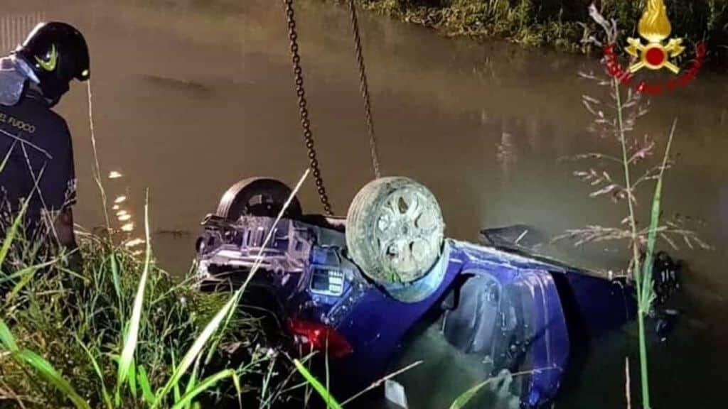 Incidente mortale a Jesolo, morti 4 ventenni (Foto Vigili del Fuoco)