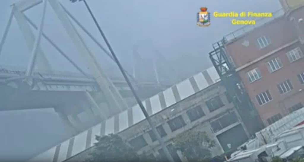 ponte morandi crollo video
