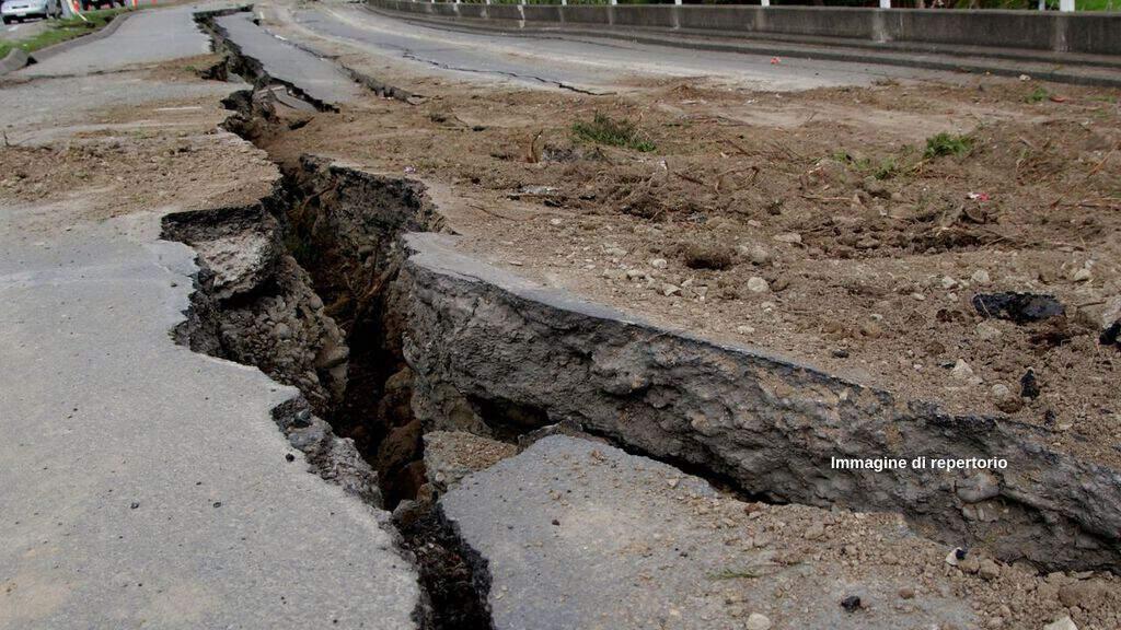 Sisma: scossa magnitudo 7.3 in Indonesia