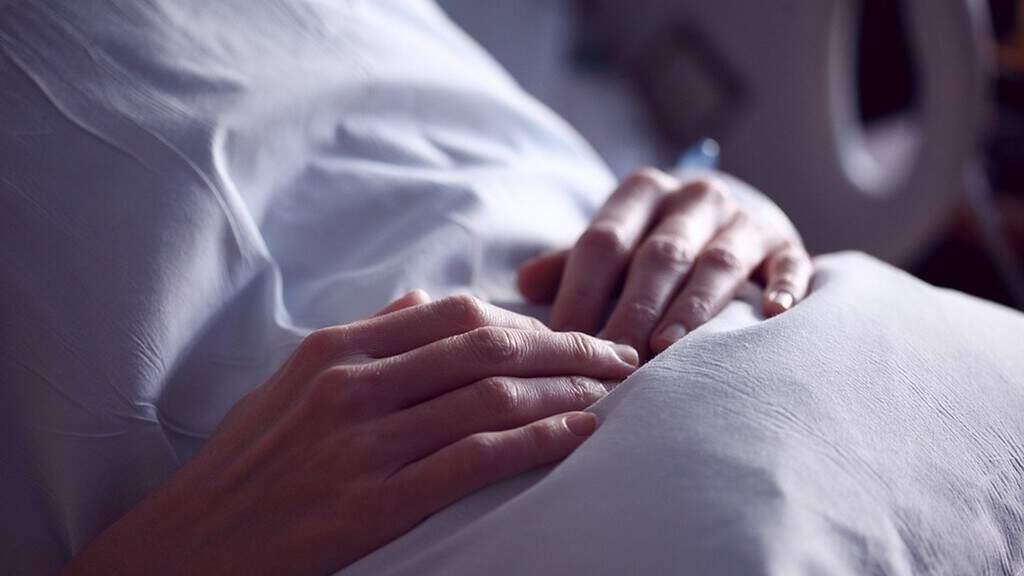 donna, letto di ospedale