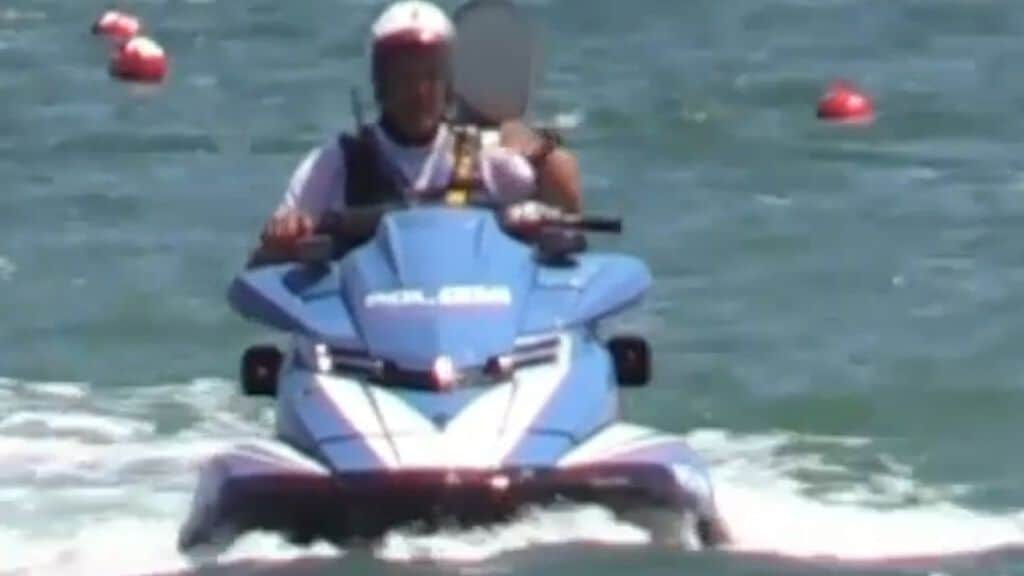figlio di salvini a bordo della moto d'acqua della polizia