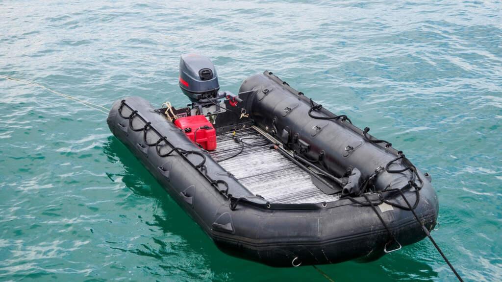 Salerno, gommone disperso in mare: a bordo 2 adulti e 2 ...