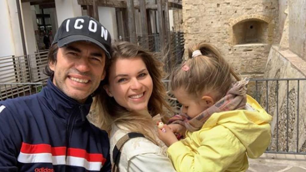 kledi kadiu con la moglie e la figlia a Gallipoli
