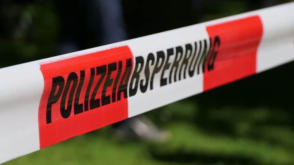 Bimbo spinto sui binari alla stazione di Francoforte, ucciso dal treno