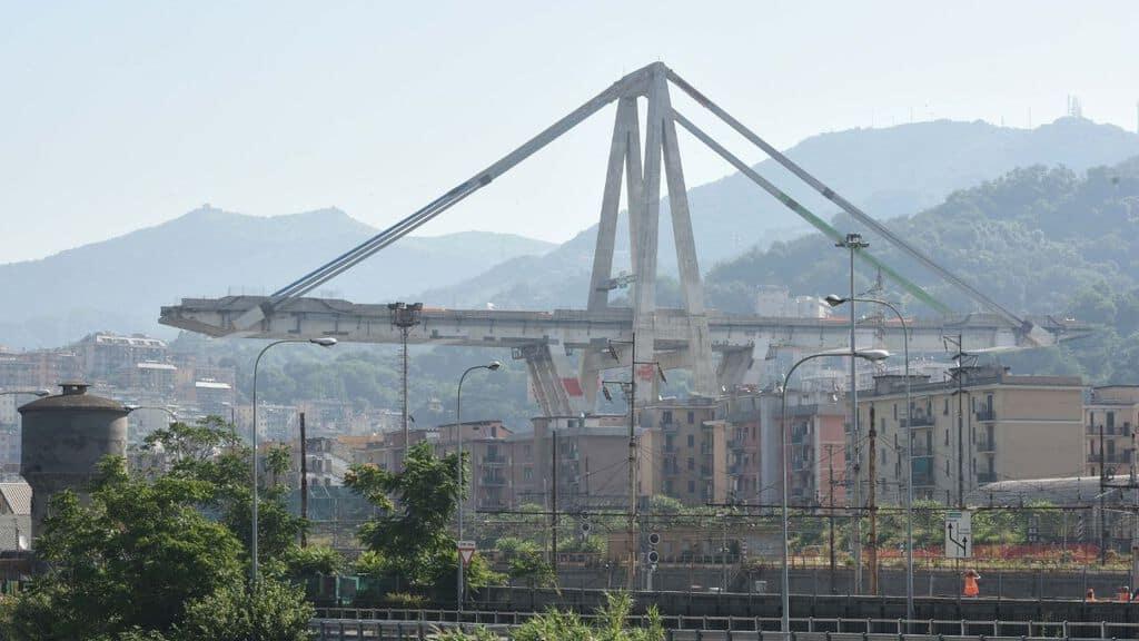 L'analisi dei dati sul ponte Morandi ha dimostrato, secondo lo studio della Nasa, che la struttura ha iniziato a deformarsi pericolosamente già 4 anni fa (Immagine di repertorio)