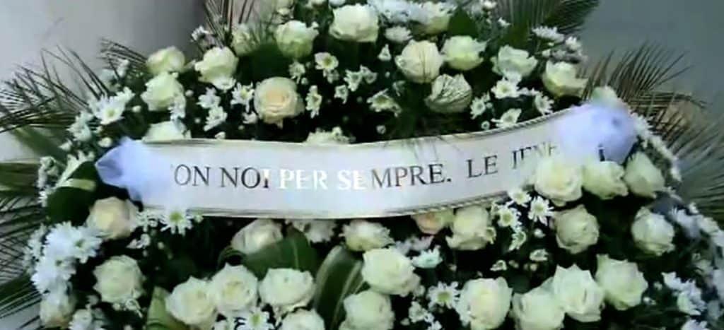 corona di fiori funebre