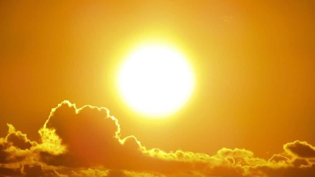 Sole e qualche nuvola