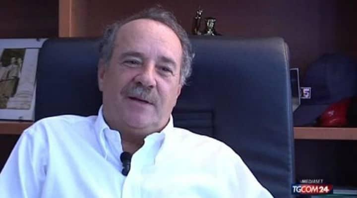 Clemente Mimun in tv durante un servizio di TgCom24
