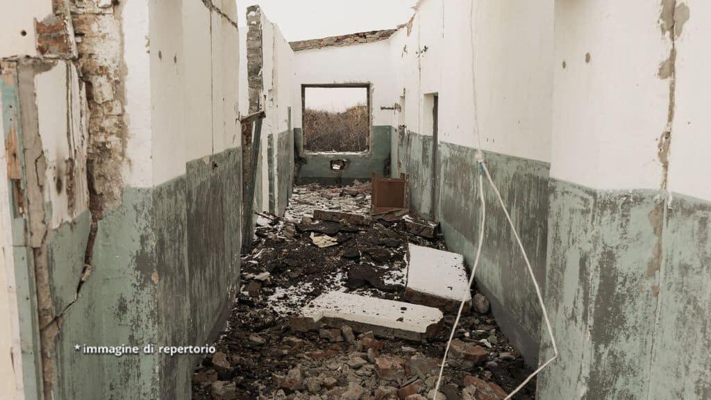 casa distrutta da un'esplosione