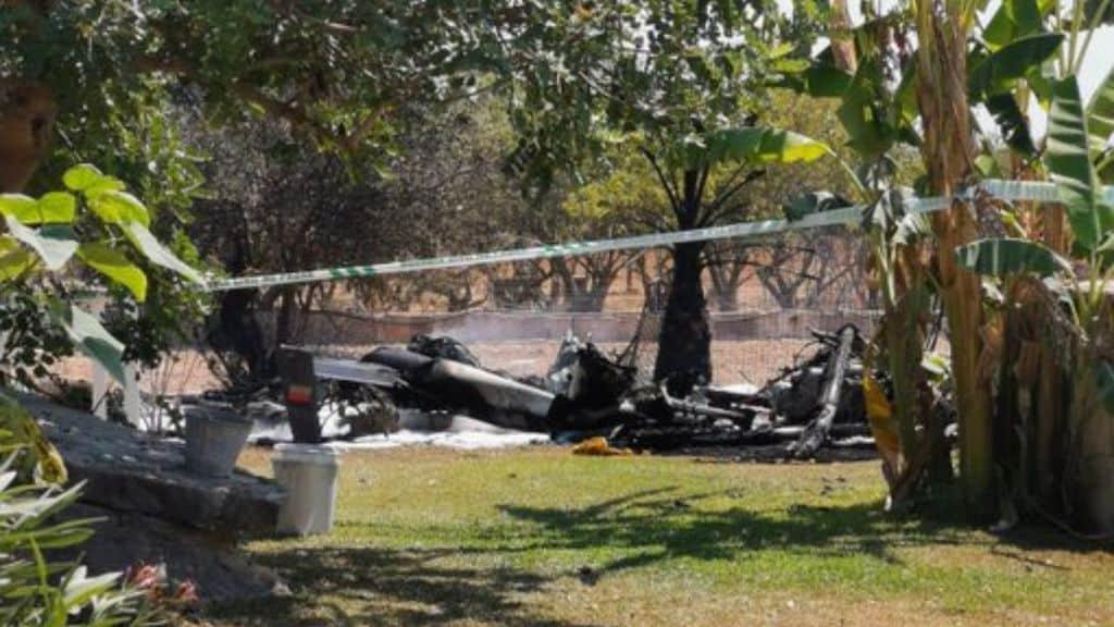 i resti dell'elicottero dopo lo scontro un aereo a mallorca